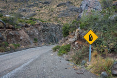 Βαριές σήμα/επισήμανση πτώσης, Carretera νότιο, εθνική οδός στοκ εικόνες με δικαίωμα ελεύθερης χρήσης