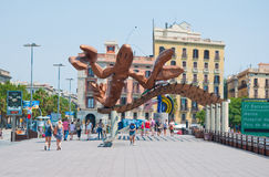 ΒΑΡΚΕΛΩΝΗ 25 ΙΟΥΛΊΟΥ: Χαμογελώντας τις γαρίδες στην προκυμαία της Βαρκελώνης στις 25 Ιουλίου 2013 στη Βαρκελώνη. Καταλωνία, Ισπανί Στοκ εικόνα με δικαίωμα ελεύθερης χρήσης