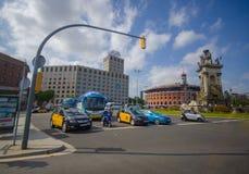 ΒΑΡΚΕΛΩΝΗ, ΙΣΠΑΝΙΑ - 8 ΑΥΓΟΎΣΤΟΥ 2015: Διάβαση του διάσημου Plaza Espana Στοκ εικόνες με δικαίωμα ελεύθερης χρήσης