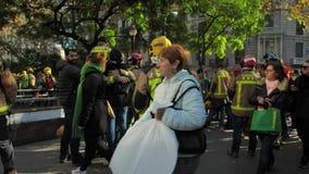 ΒΑΡΚΕΛΩΝΗ, ΙΣΠΑΝΙΑ, 12 20 2018: Οι πυροσβέστες χτυπούν ενάντια στην παραβίαση των δικαιωμάτων εργαζομένων απόθεμα βίντεο