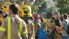 ΒΑΡΚΕΛΩΝΗ, ΙΣΠΑΝΙΑ, 12 20 2018: Οι πυροσβέστες χτυπούν ενάντια στην παραβίαση των δικαιωμάτων εργαζομένων φιλμ μικρού μήκους