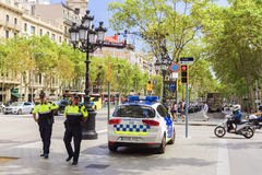 ΒΑΡΚΕΛΩΝΗ, ΙΣΠΑΝΙΑ - 15 ΣΕΠΤΕΜΒΡΊΟΥ: Ισπανική αστυνομία Passeig de Gracia Στοκ φωτογραφία με δικαίωμα ελεύθερης χρήσης