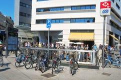 Λεωφόρος και καφές Ζυρίχη τριγώνων EL σε Placa Catalunya στη Βαρκελώνη Στοκ Φωτογραφία