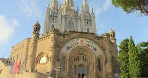 ΒΑΡΚΕΛΩΝΗ, ΙΣΠΑΝΙΑ ΣΤΙΣ 27 ΜΑΐΟΥ 2017: Εκκλησία Tibidabo στην κορυφή του λόφου tibidabo, Βαρκελώνη, Ισπανία απόθεμα βίντεο