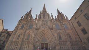 Βαρκελώνη, Ισπανία - 5 Αυγούστου 2018: Ο καθεδρικός ναός του ιερών σταυρού και του Αγίου Eulalia είναι στην καρδιά Barri Gotic γο φιλμ μικρού μήκους