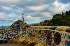 Βαρκελώνη, Ισπανία στις 4 Σεπτεμβρίου 2018: Εργασία μωσαϊκών Guell Gaudà ` s Parc για το κύριο πεζούλι στοκ εικόνες