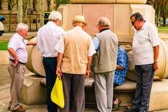 Βαρκελώνη, Ισπανία στις 5 Σεπτεμβρίου 2018: Arc de Triomf και τα ηλικιωμένα άτομα στοκ φωτογραφία με δικαίωμα ελεύθερης χρήσης