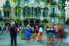 Βαρκελώνη, Ισπανία στις 6 Σεπτεμβρίου 2018: Casa Battlo και οι τουρίστες στοκ φωτογραφία