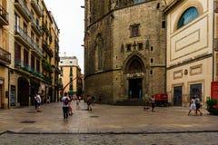 Βαρκελώνη, Ισπανία στις 6 Σεπτεμβρίου 2018: Di Σάντα Μαρία del Mar βασιλικών και οι τουρίστες στοκ εικόνες