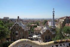 Βαρκελώνη Ell ¼ πάρκων GÃ με μια άποψη των σπιτιών μελοψωμάτων στοκ φωτογραφία