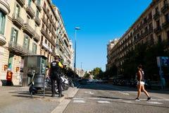 Βαρκελώνη, Ισπανία - 17 Αυγούστου 2017: ισπανική περίπολος αστυνομίας το κέντρο πόλεων κοντά στο catalunya placa μετά από τις τρο Στοκ Φωτογραφίες