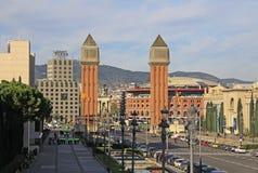 Βαρκελώνη Ισπανία Avinguda de Λα Reina Μαρία Cristina - οδός που οδηγεί στους ενετικούς πύργους στο d'Espanya Placa Στοκ Φωτογραφία