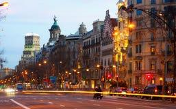 Βαρκελώνη Ισπανία Passeig de Gracia στο χειμερινό ηλιοβασίλεμα Στοκ Εικόνες