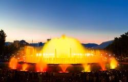 Βαρκελώνη, τετραγωνική της Ισπανίας το βράδυ, Plaza de Espana πηγές Στοκ Φωτογραφία