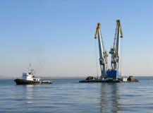 βαρκών γερανών θαλάσσιος που ρυμουλκείται μεγάλος Στοκ φωτογραφία με δικαίωμα ελεύθερης χρήσης