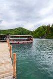 βαρκών της Κροατίας προορισμού πορθμείων δημοφιλής τουρίστας plitvice αποβαθρών πάρκων λιμνών εθνικός Στοκ Εικόνες