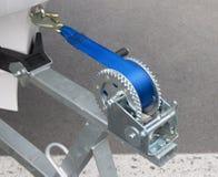 Βαρούλκο ρυμουλκών βαρκών με το μπλε σχοινί στοκ φωτογραφία με δικαίωμα ελεύθερης χρήσης