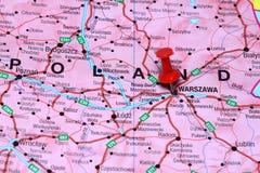 Βαρσοβία που καρφώνεται σε έναν χάρτη της Ευρώπης Στοκ φωτογραφίες με δικαίωμα ελεύθερης χρήσης