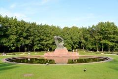Βαρσοβία, Πολωνία Μια άποψη ενός μνημείου στο Frederic Chopin στο πάρκο Lazenki Στοκ Φωτογραφίες