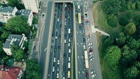 ΒΑΡΣΟΒΙΑ, ΠΟΛΩΝΙΑ - 1 ΑΥΓΟΎΣΤΟΥ 2018 Εναέριος πυροβολισμός της κυκλοφοριακής συμφόρησης ώρας κυκλοφοριακής αιχμής σε σημαντική οδ απόθεμα βίντεο