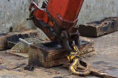 Βαρύς βραχίονας γερανών που καλύπτεται με το πετρέλαιο Στοκ εικόνες με δικαίωμα ελεύθερης χρήσης