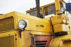 βαρύς εκσακαφέας φορτωτών κατασκευής στην περιοχή κατασκευής Στοκ φωτογραφία με δικαίωμα ελεύθερης χρήσης