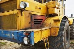 βαρύς εκσακαφέας φορτωτών κατασκευής στην περιοχή κατασκευής Στοκ Φωτογραφία