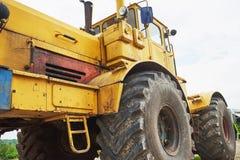 βαρύς εκσακαφέας φορτωτών κατασκευής στην περιοχή κατασκευής Στοκ Φωτογραφίες