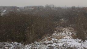 Βαρύ χιόνι στην πόλη απόθεμα βίντεο