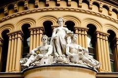 Βασίλισσα Victoria Building Statue στοκ εικόνες