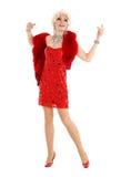 Βασίλισσα έλξης στο κόκκινο φόρεμα με την εκτέλεση γουνών Στοκ Φωτογραφία