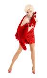 Βασίλισσα έλξης στο κόκκινο φόρεμα με την εκτέλεση γουνών Στοκ Φωτογραφίες