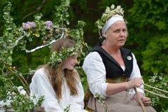 Βασίλισσα Μαΐου και η συνοδεία της στη μεσαιωνική αναπαράσταση ημέρας Μαΐου Στοκ φωτογραφίες με δικαίωμα ελεύθερης χρήσης