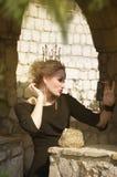 Βασίλισσα σε ένα μαύρο φόρεμα στοκ φωτογραφία με δικαίωμα ελεύθερης χρήσης