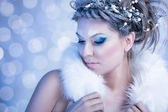Βασίλισσα χιονιού με τη γούνα στοκ φωτογραφία