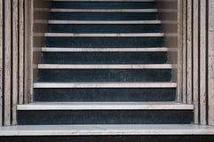 βασικά μαρμάρινα σκαλοπάτια ξενοδοχείων εισόδων Στοκ φωτογραφίες με δικαίωμα ελεύθερης χρήσης