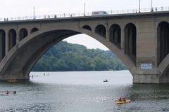 Βασική γέφυρα, Ουάσιγκτον, συνεχές ρεύμα στοκ φωτογραφίες