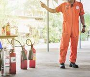Βασική κατάρτιση τρυπανιών πυρκαγιάς προσβολής του πυρός και εκκένωσης στο novembe στοκ φωτογραφία