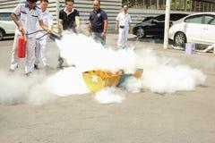 Βασική κατάρτιση τρυπανιών πυρκαγιάς προσβολής του πυρός και εκκένωσης σε Octobe στοκ φωτογραφίες