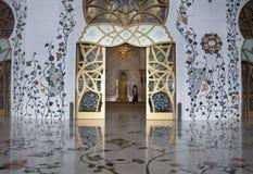 Βασική πόρτα και floral πάτωμα Στοκ φωτογραφία με δικαίωμα ελεύθερης χρήσης