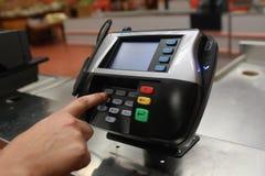 Βασική πληρωμή καρτών μαξιλαριών χεριών Στοκ Φωτογραφίες