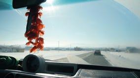 Βασικό δαχτυλίδι στον καθρέφτη στο αυτοκίνητο φιλμ μικρού μήκους