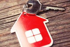 Βασικό και κόκκινο σπίτι στοκ εικόνες