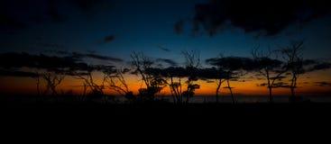 Βασικό πανόραμα παραλιών εραστών μετά από το ηλιοβασίλεμα Στοκ Φωτογραφία