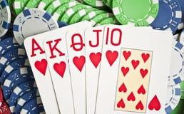 Βασιλική λάμψη στα τσιπ πόκερ στοκ φωτογραφία