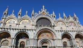 Βασιλική του σημαδιού του ST στη Βενετία με το χρυσό φτερωτό λιοντάρι Στοκ Εικόνα
