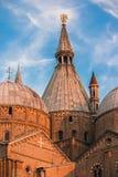 Βασιλική του ST Anthony της Πάδοβας στην Πάδοβα, Ιταλία Στοιχεία, πύργος και θόλος Στοκ φωτογραφία με δικαίωμα ελεύθερης χρήσης