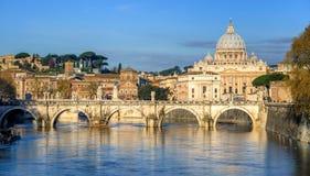 Βασιλική του ST Peter και γέφυρα του ST Angelo σε Βατικανό, Ρώμη, Ιταλία Στοκ εικόνες με δικαίωμα ελεύθερης χρήσης