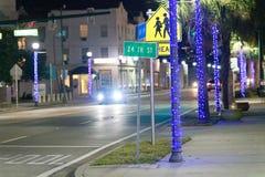 Βασιλικός τρόπος φοινικών τη νύχτα, Palm Beach - Φλώριδα Στοκ φωτογραφία με δικαίωμα ελεύθερης χρήσης
