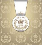 Βασιλικό άνευ ραφής πρότυπο με το λι φύλλων στεφανιών κορωνών Στοκ Εικόνες